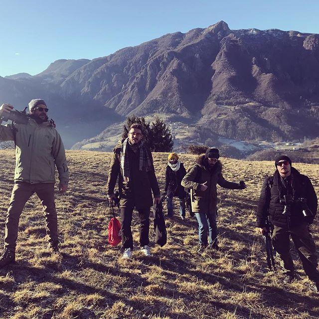 Oggi una grande troupe per un lavoro da guerrieri. Simmie da battaglia! #setlife #filmmaking #monkeycrew