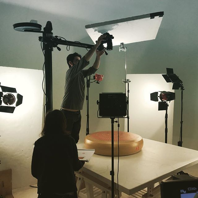 This 120 kilos cheese shape is about to be cut in pieces and we little monkeys can't eat em all by ourselves. Volunteers needed🧀 #setlife #video #videoshoot #foodporn