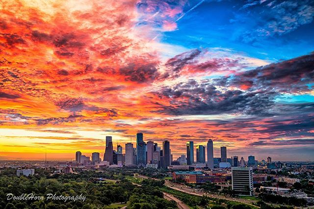 Sunrise in the Fall is my absolute favorite, there's just more color everywhere #photography #a7rii #sunrise #cityscape #landscape #houstonproud #htown #htx #houston #houstontx #clouds #color #orange #blue #skyline #sky #architecture #texas #instahouston #houstonpicoftheday