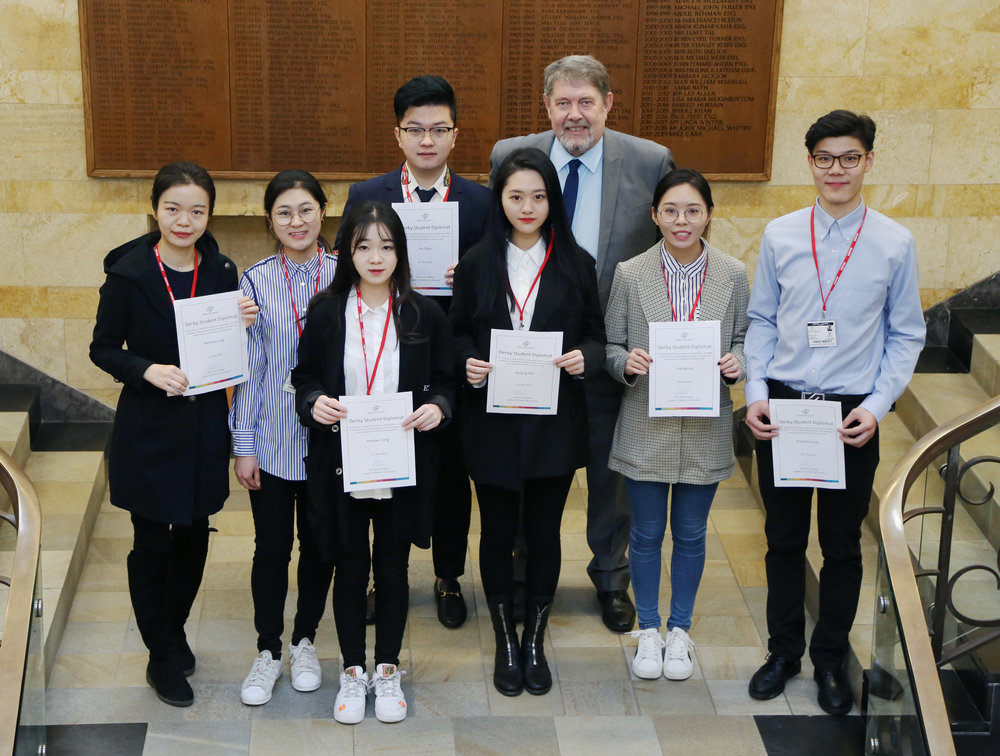 Leader_met_with_Chinese_students.jpg
