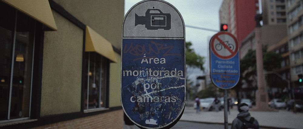 o-que-voce-espera-ricardo-franzen-lovefreedommadness-documentario-brasileiro-brasil-curitiba-ruas-todo-mundo-espera-alguma-coisa-aeroporto-avioes-aviao-decolagem-centro-museu-producao-de-filmes-curitiba-11.jpg