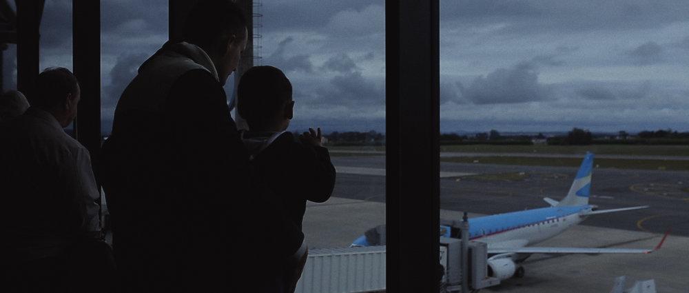 o-que-voce-espera-ricardo-franzen-lovefreedommadness-documentario-brasileiro-brasil-curitiba-ruas-todo-mundo-espera-alguma-coisa-aeroporto-avioes-aviao-decolagem-centro-museu-producao-de-filmes-curitiba-12.jpg