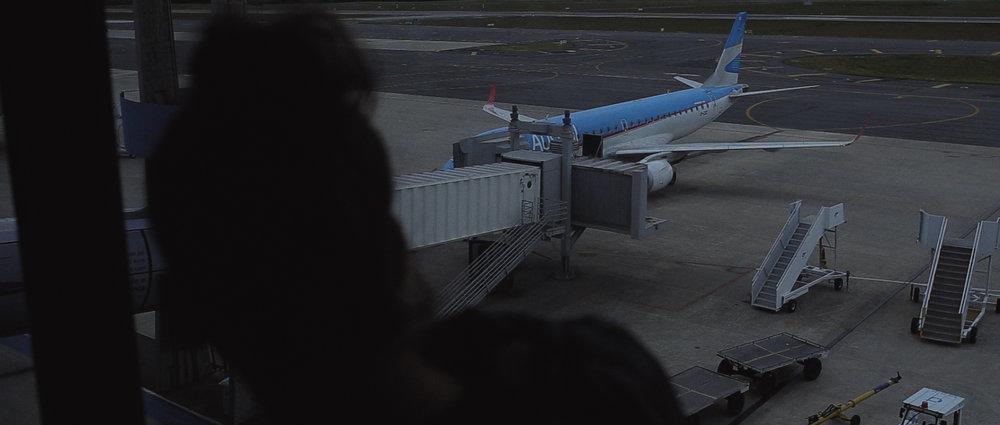 o-que-voce-espera-ricardo-franzen-lovefreedommadness-documentario-brasileiro-brasil-curitiba-ruas-todo-mundo-espera-alguma-coisa-aeroporto-avioes-aviao-decolagem-centro-museu-producao-de-filmes-curitiba-14.jpg