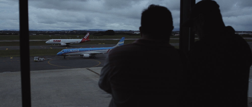 o-que-voce-espera-ricardo-franzen-lovefreedommadness-documentario-brasileiro-brasil-curitiba-ruas-todo-mundo-espera-alguma-coisa-aeroporto-avioes-aviao-decolagem-centro-museu-producao-de-filmes-curitiba-15.jpg