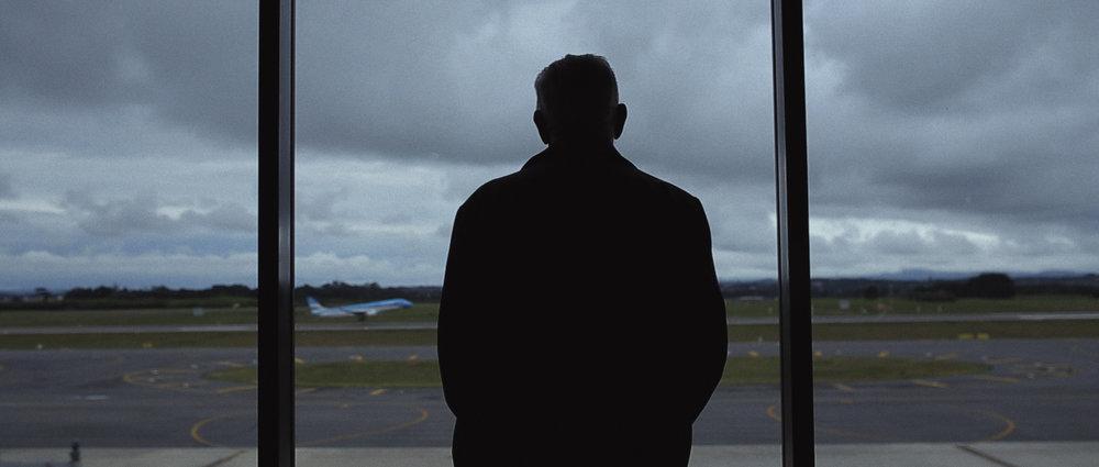 o-que-voce-espera-ricardo-franzen-lovefreedommadness-documentario-brasileiro-brasil-curitiba-ruas-todo-mundo-espera-alguma-coisa-aeroporto-avioes-aviao-decolagem-centro-museu-producao-de-filmes-curitiba-16.jpg