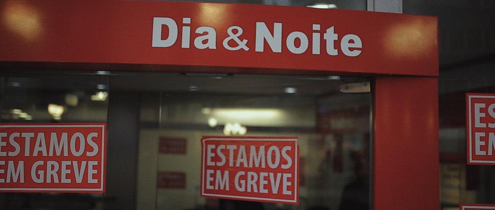 o-que-voce-espera-ricardo-franzen-lovefreedommadness-documentario-brasileiro-brasil-curitiba-ruas-todo-mundo-espera-alguma-coisa-aeroporto-avioes-aviao-decolagem-centro-museu-producao-de-filmes-curitiba-20.jpg