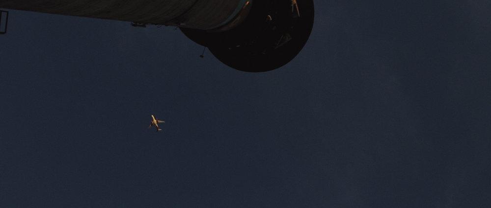 o-que-voce-espera-ricardo-franzen-lovefreedommadness-documentario-brasileiro-brasil-curitiba-ruas-todo-mundo-espera-alguma-coisa-aeroporto-avioes-aviao-decolagem-centro-museu-producao-de-filmes-curitiba-21.jpg