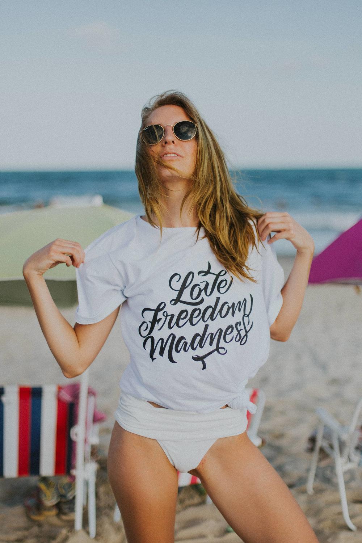 Gaby-Braun-Love-Freedom-Madness-Model-Brazil-t-shirt-beach-praia-ensaio-campanha-fotos-na-praia-ricardo-franzen-4.jpg