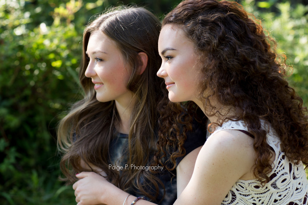 Senior picture of sisters holding each other