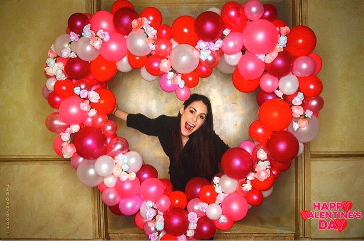 VALENTINE'S DAY BALLOON PHOTO BOOTH