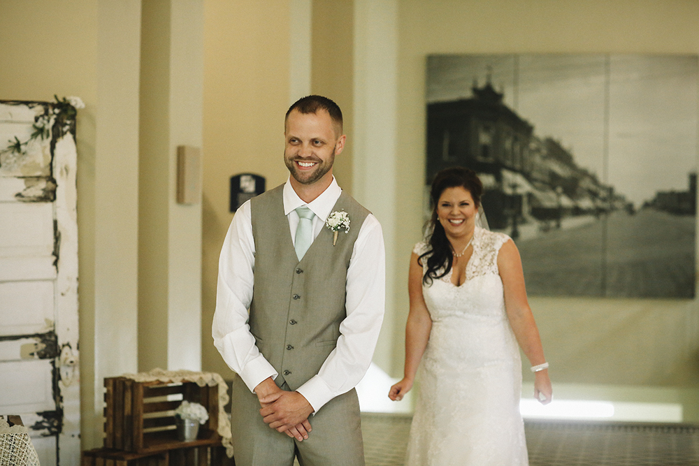 First Look Joplin Wedding pics