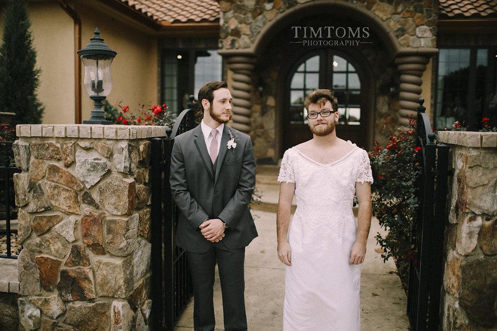 bride pranks groom first look best man photographer
