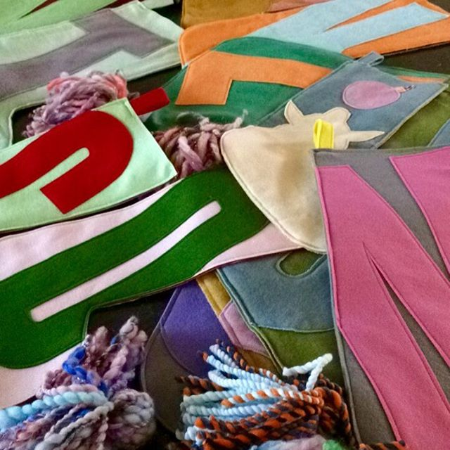 First batch of stocking deliveries has begun! 🎅🏻🌲🎅🏻🌲🎅🏻🌲#custommodernchristmasstockings #holiday2016 #redllamastudio