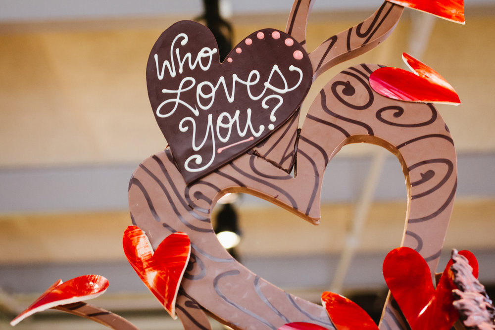 wholovesyouchocolatesculpture