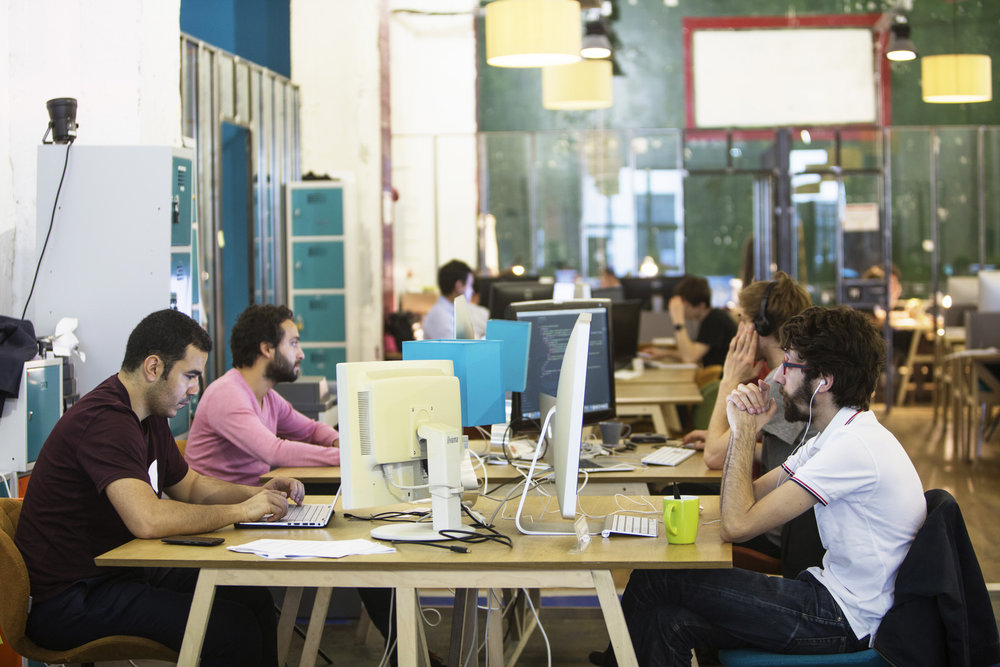 postes de travail coworking 75010