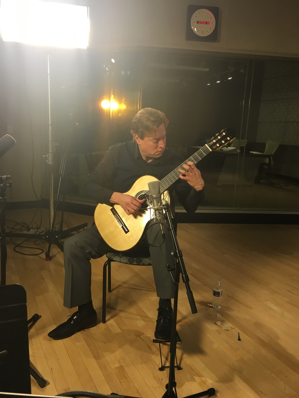 Jason Vieaux performs in the KeyBank Studio at the Idea Center in Playhouse Square.