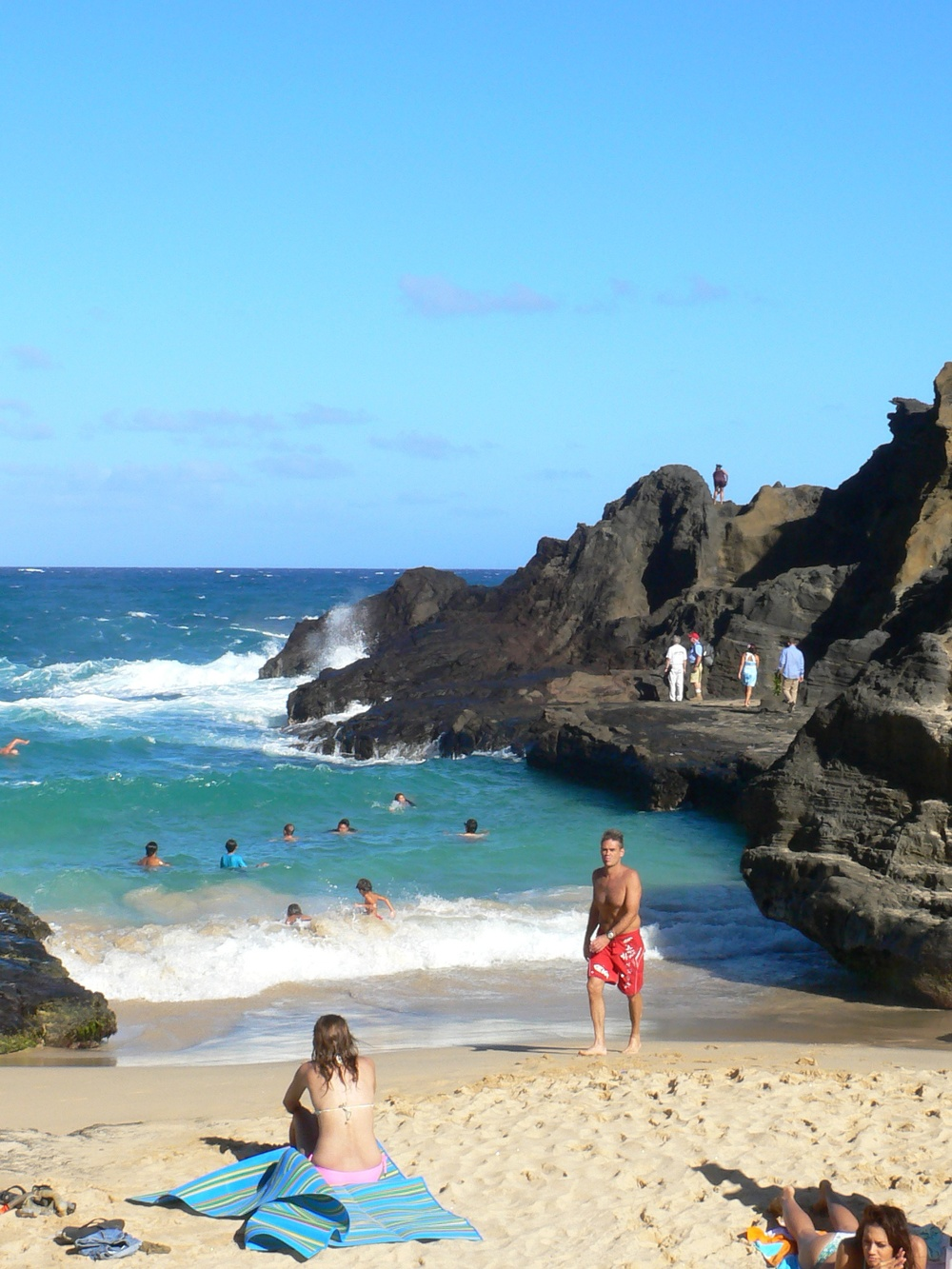Halona_Blowhole_beach.jpg