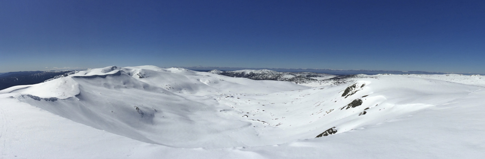 Looking back to Charlottes pass from the main range, not a soul in sight.