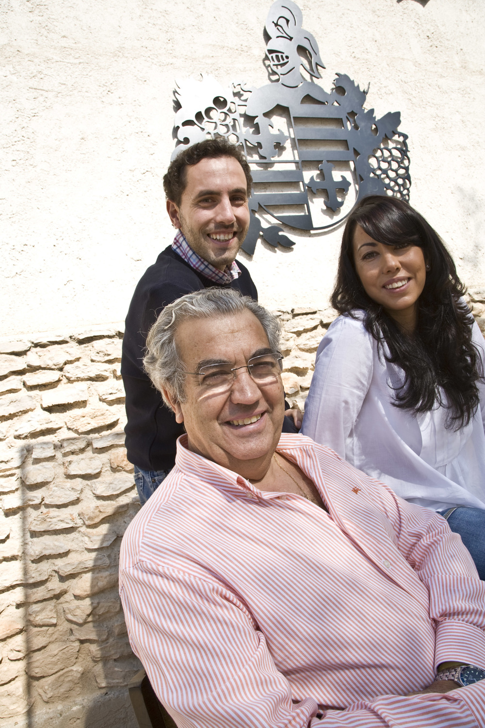 Bienvenido Munoz with his son and daughter