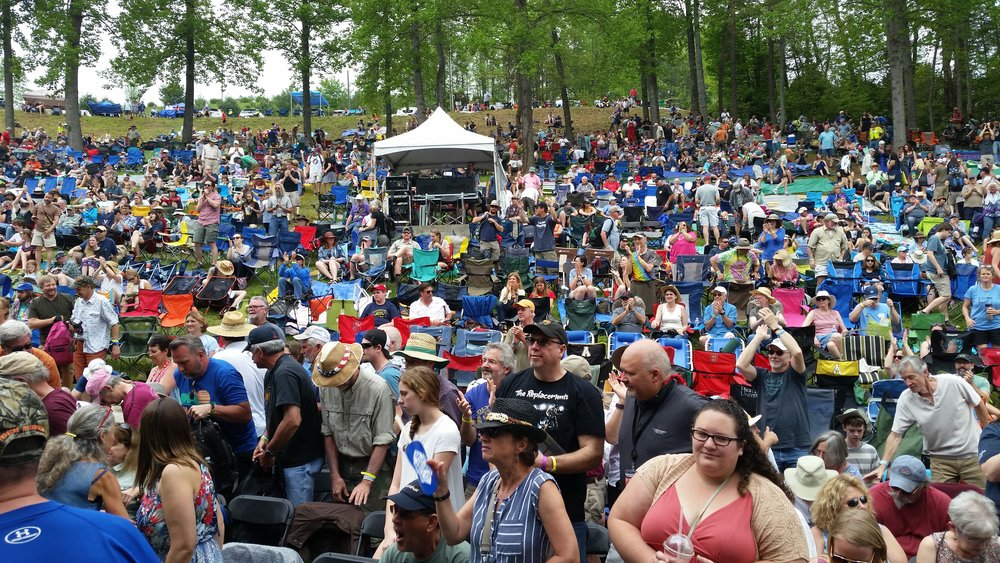 Hillside stage crowd gathers on Saturday afternoon