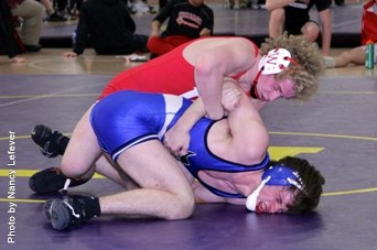 Reece Lefever (Wabash) nearly made the Midlands semis losing in a close 3-2 match. Love the hair.