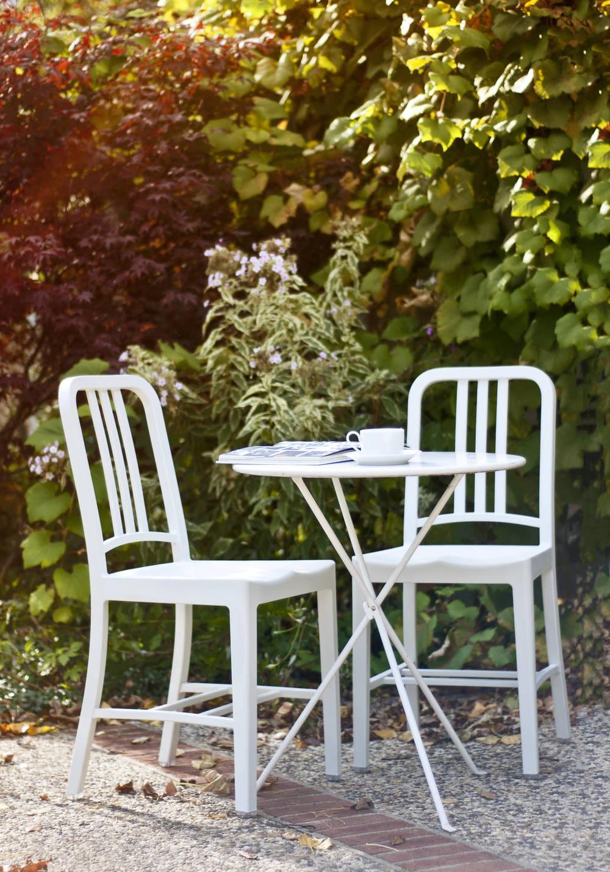 Emeco-111-Navy-chair-white-residence-Chicago006_905_2x (1).jpg