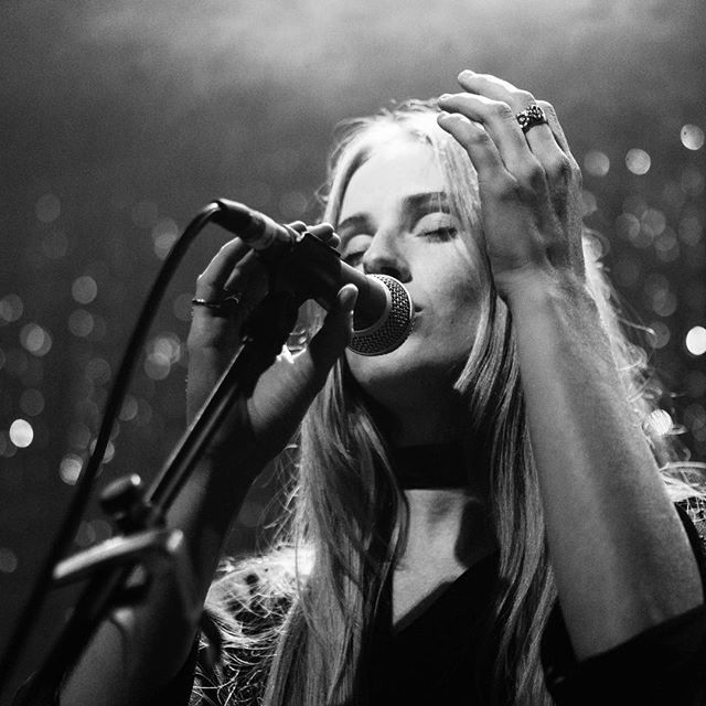 Killer opener by @verabluemusic!