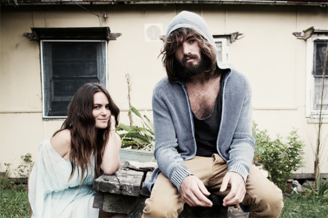 angus_and_julia_stone_600.jpg