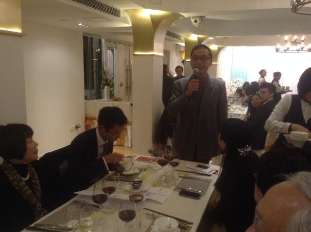wineclub1t.JPG