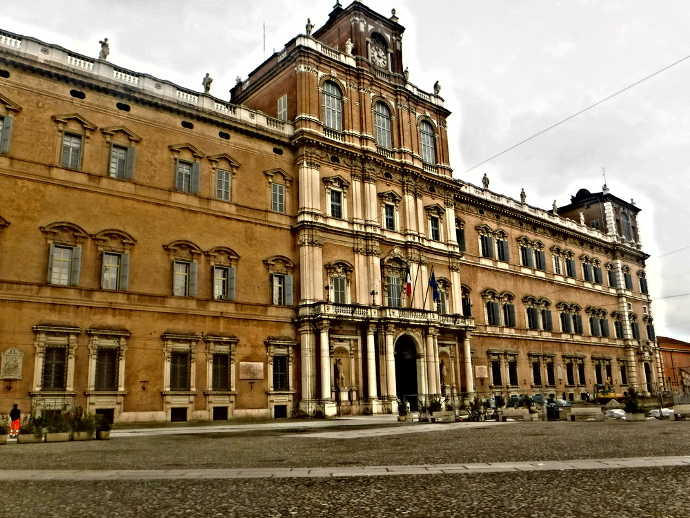 1. Modena's Impressive 16th century City Hall.JPG