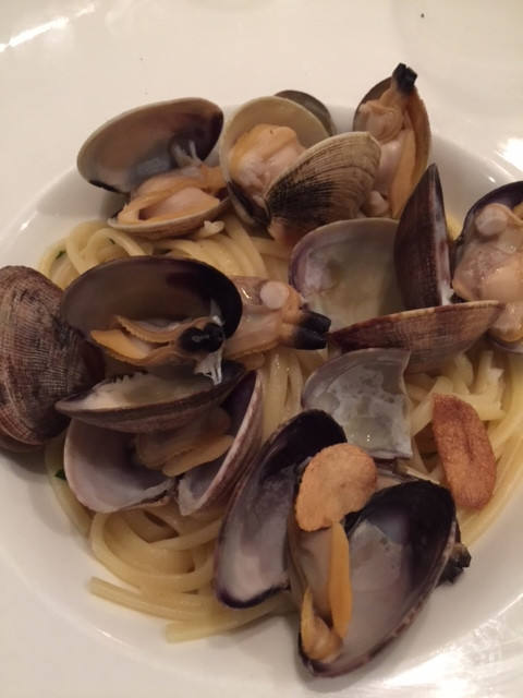 18. Fresh Vongole (clams)!.JPG