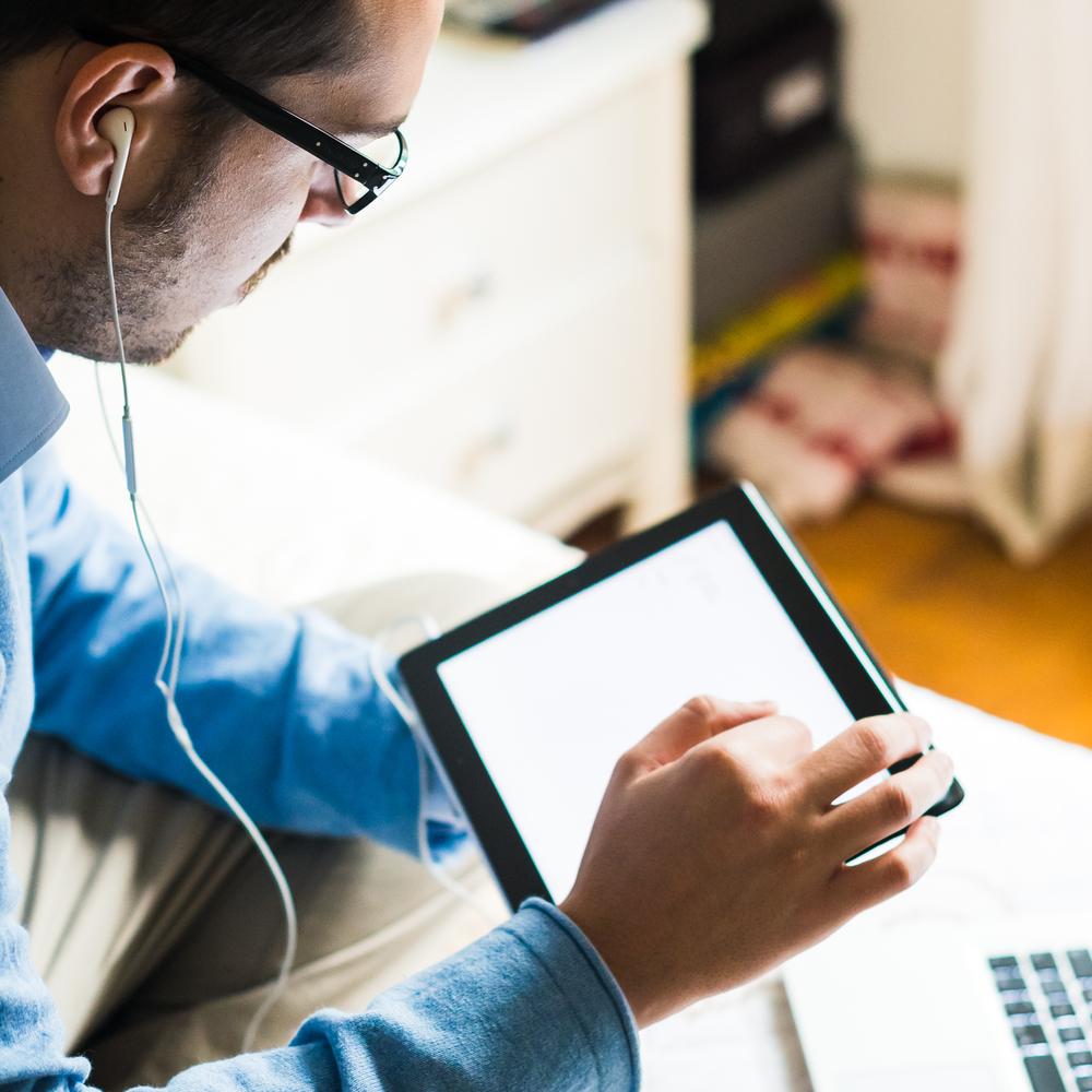 La fatigue visuelle liée aux écrans numériques, ou syndrome de la vision par ordinateur, est un nouveau terme que l'on utilise pour décrire les signes cliniques engendrés par l'utilisation des gadgets électroniques populaires d'aujourd'hui.