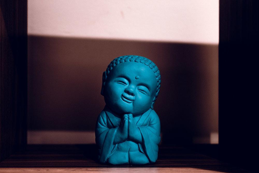 Buda bendito. El dueño no es budista pero encuentra energía positiva en tener este ornamento en su oficina.