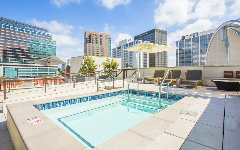 Gayley-Lindbrook-Apartments-Westwood-CA-Rooftop-Lounge-05.jpg