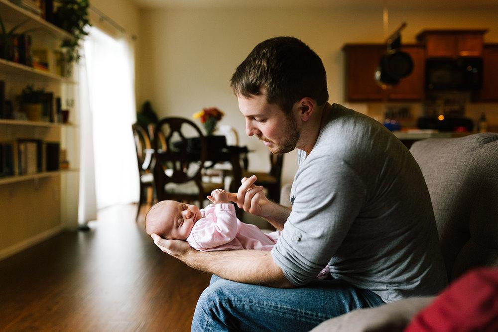 newborn-photographer-maple-valley-2.jpg