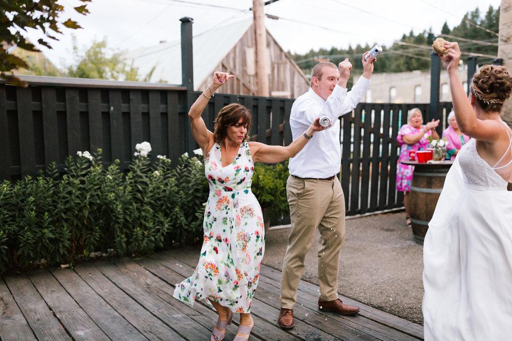 seattle_wedding_photographer_roslyn_outdoor_wedding-1225.jpg
