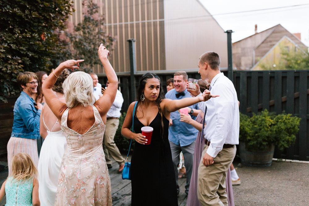 seattle_wedding_photographer_roslyn_outdoor_wedding-1230.jpg