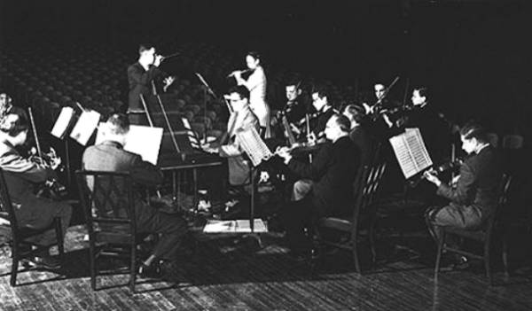 Dieter Kober conducting a rehearsal at University of Chicago, circa 1952.