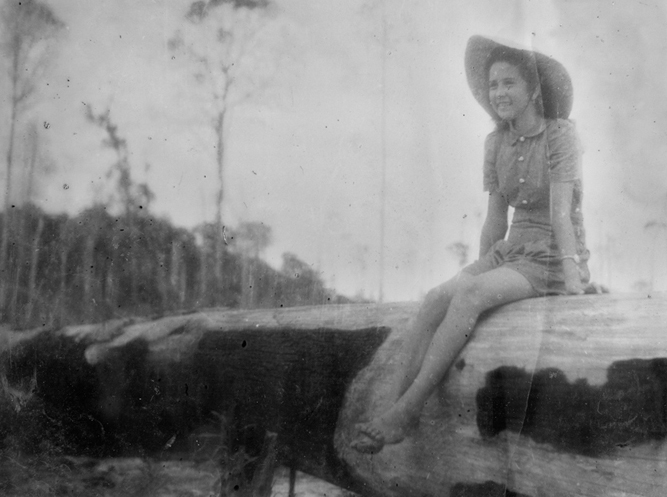 Gwen Perry (Japanese propaganda photograph)