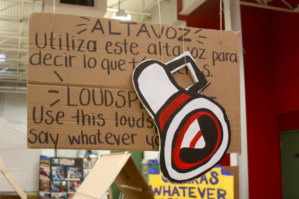 'What would you say?' Photo credit: Luis Hernández from El Diario de El Paso.