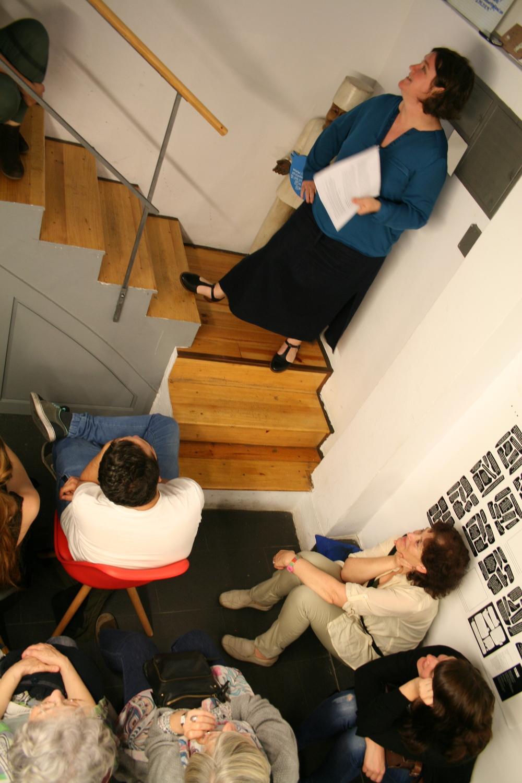 Ellen Duthie presentando. Foto: Miki Hernández.