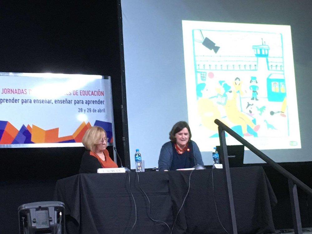 Ellen Duthie en la conferencia presentada en las Jornadas Internacionales de Educación de la Feria Internacional del Libro de Buenos Aires.