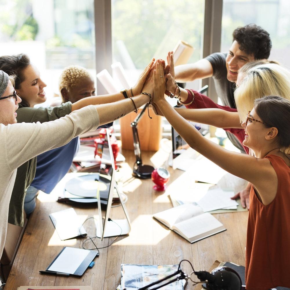 teamwork-power-successful-meeting-workplace-PJ3ETND.jpg