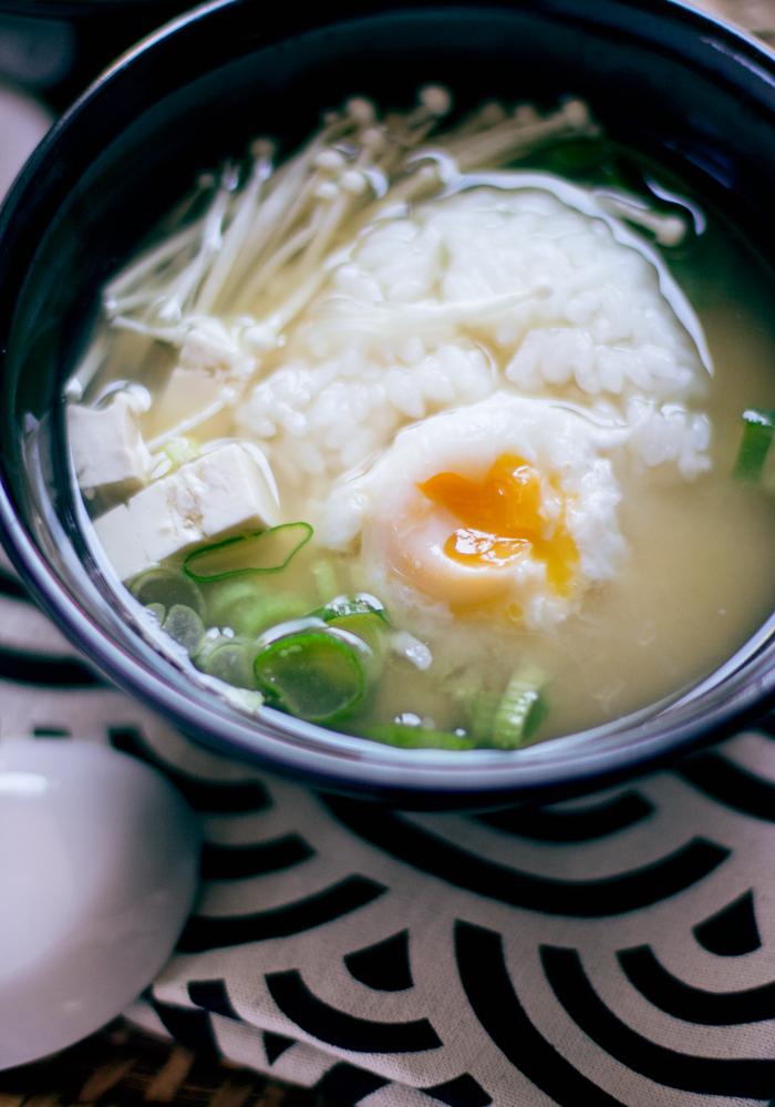 sopa de miso con arroz y huevo