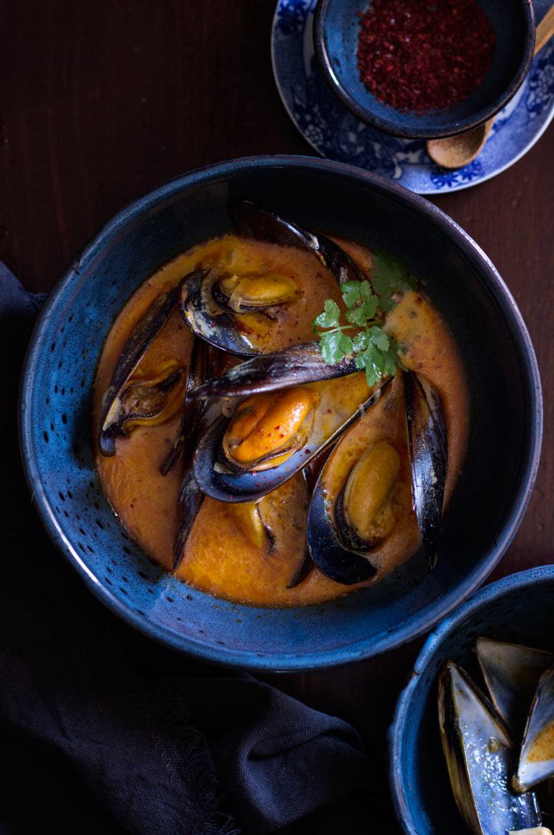 mejillones con curry rojo tailandes