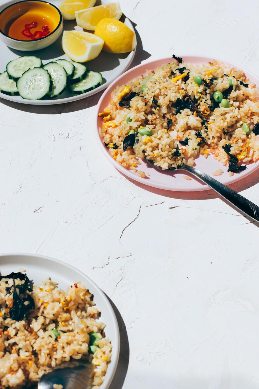 arroz frito con edamame y kale