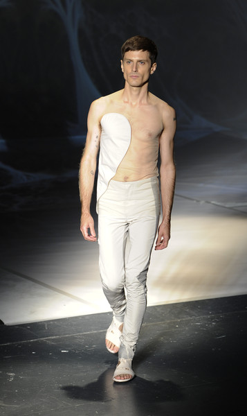 Pablo Conejero Lopez+Threeasfour+Runway+Spring+2016+New+York+Fashion+GzUPVNGZ-SAl.jpg