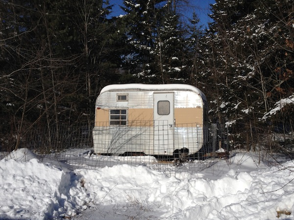 small travel trailer housing for dogs