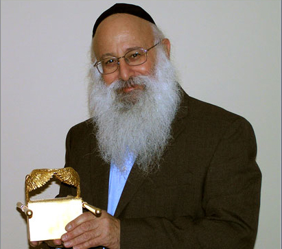 Chaim Clorfene with a Model of the Arc of the Covenant