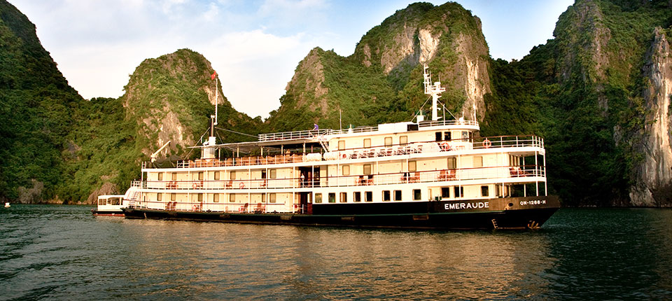 Emeraude Cruises (Hạ Long Bay)